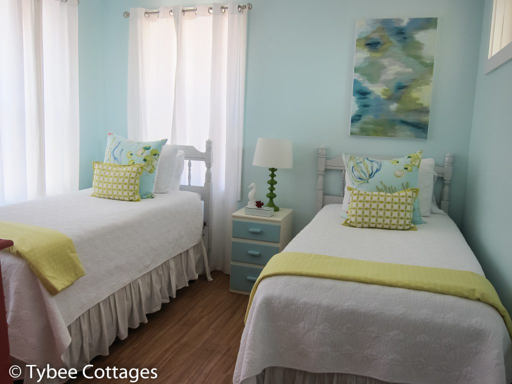 Coral Cottage - Twin Bed Bedroom