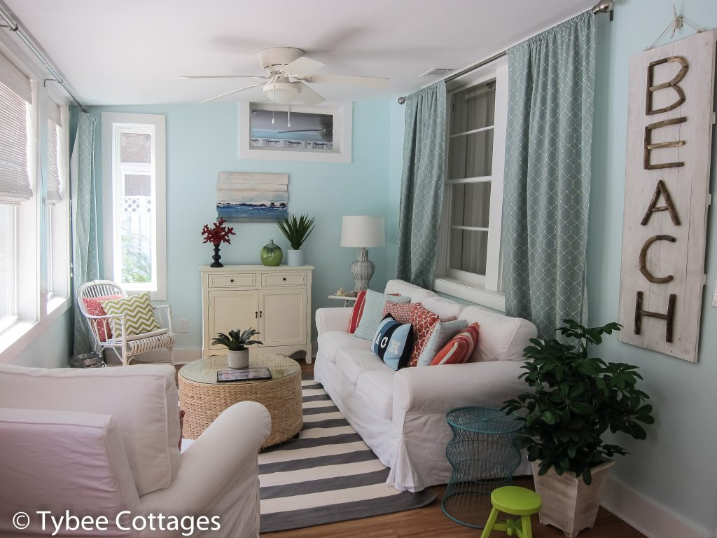 Coral Cottage: Den/Living Area